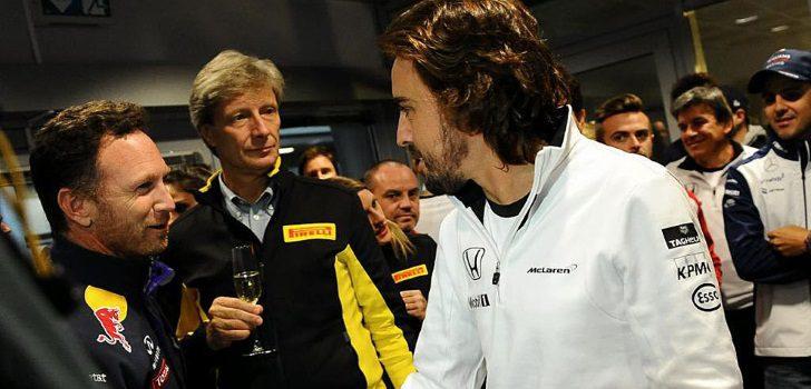Fernando Alonso junto a Christian Horner durante el Gran Premio de Rusia 2015