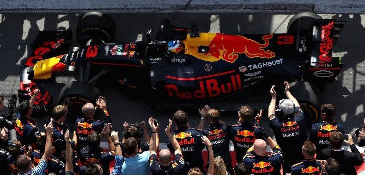 Red Bull celebrando el podio de Ricciardo en Canadá