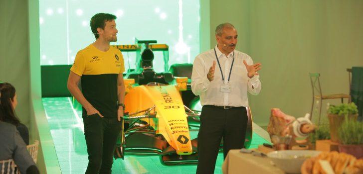 Palmer, en una conferencia de Renault