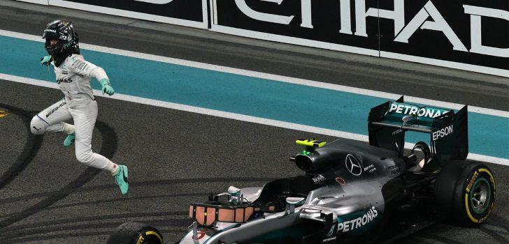 Rosberg celebrando su título