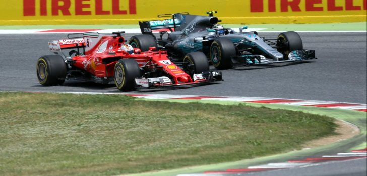 Bottas, luchando contra Vettel)