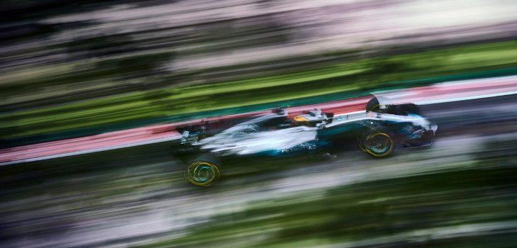 Lewis Hamilton vuela