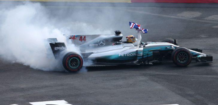 Lewis Hamilton ya es tetracampeón