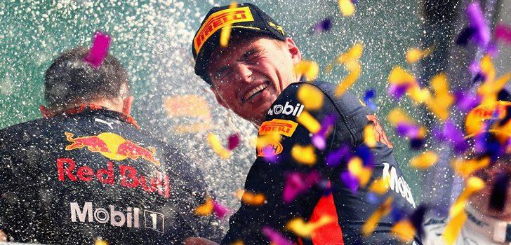 Verstappen celebrando en el podio