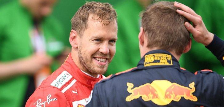 Vettel habla con Verstappen