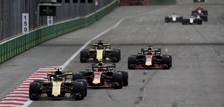 Los Renault y los Red Bull compiten sobre el asfalto