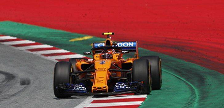 Stoffel Vandoorne encara la recta de meta durante el GP de Austria