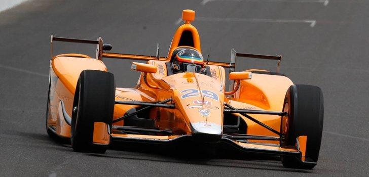 Alonso rueda en la IndyCar
