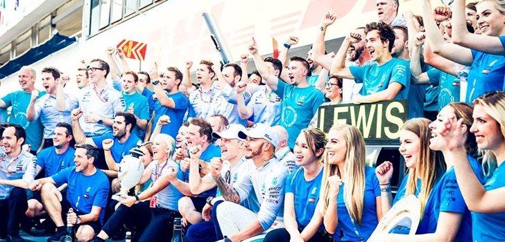 Mercedes celebra su triunfo en Hungría