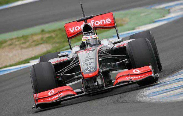 Vettel le mete más de 1 segundo a Massa