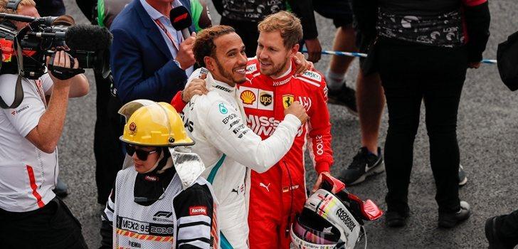 Hamilton y Vettel se abrazan