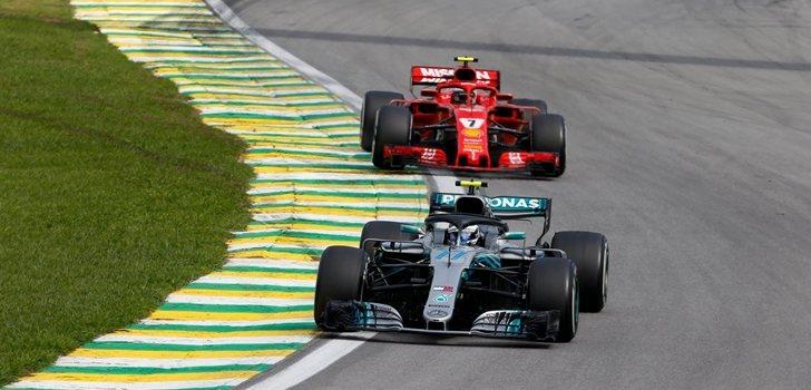 Bottas y Räikkönen luchan por posición en Interlagos