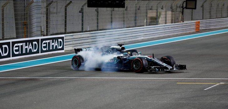 Hamilton quema gomas en Abu Dabi