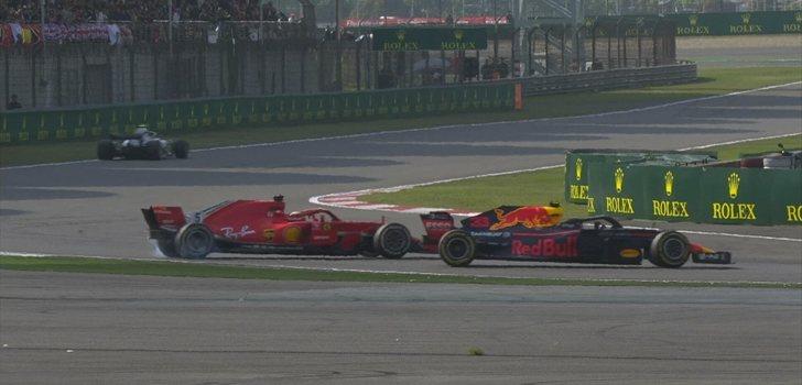 Verstappen se lleva por delante a Vettel