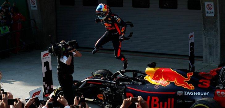 Ricciardo celebra su triunfo en China