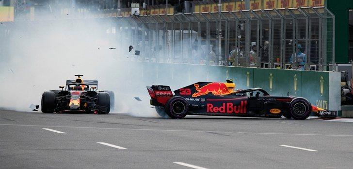 Ricciardo y verstappen chocan en Bakú