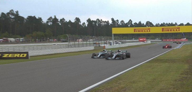 Bottas y Hamilton pelean por posición