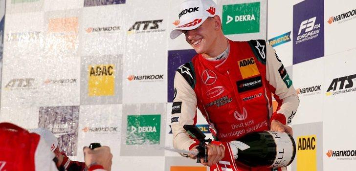 Schmacher celebra su título en la Fórmula 3 Europea
