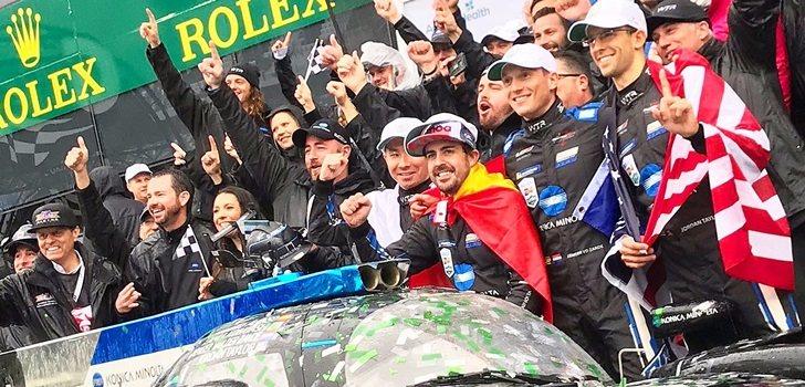 Alonso celebra su triunfo en Daytona