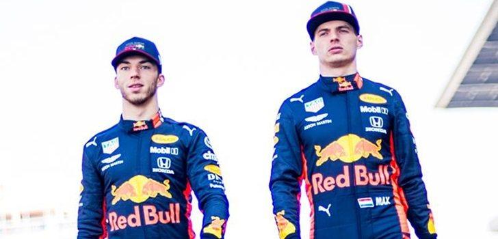 Verstappen y Gasly, juntos en una imagen promocional de Red Bull