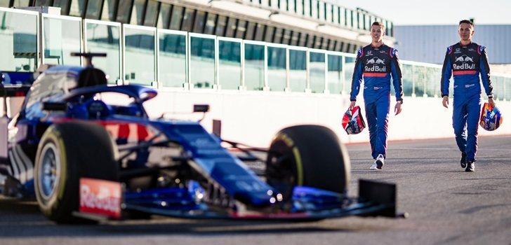 Kvyat y Albon, en una imagen promocional de Toro Rosso