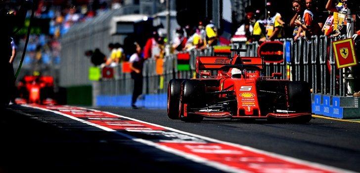 Vettel, en los boxes de Australia