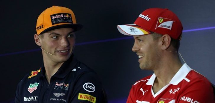 Verstappen y Vettel mantienen una charla