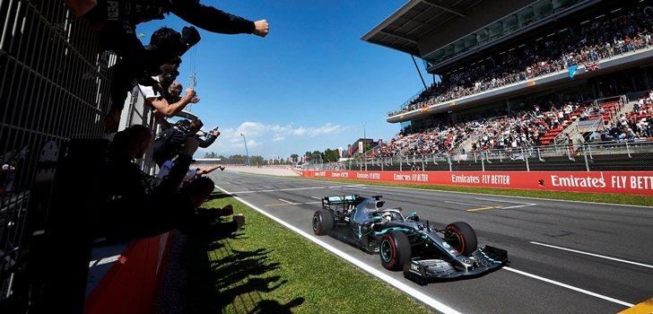 Hamilton celebra el triunfo en Montmeló