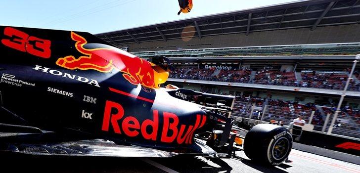 Verstappen, en el box de Red Bull