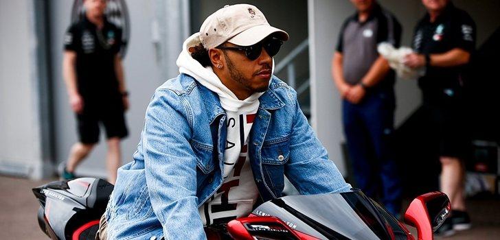 Hamilton se pasea por Montecarlo