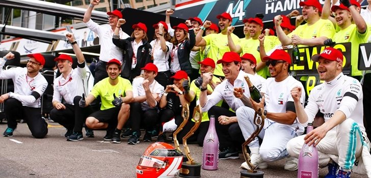 Mercedes celebra el triunfo en Mónaco