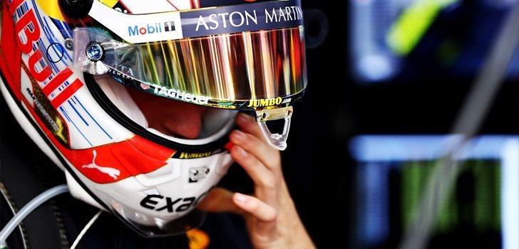 Verstappen se coloca el casco