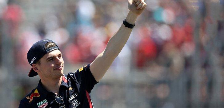 Verstappen saluda al público en Montreal