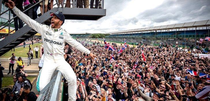 Hamilton, junto a la afición de Silverstone en 2018