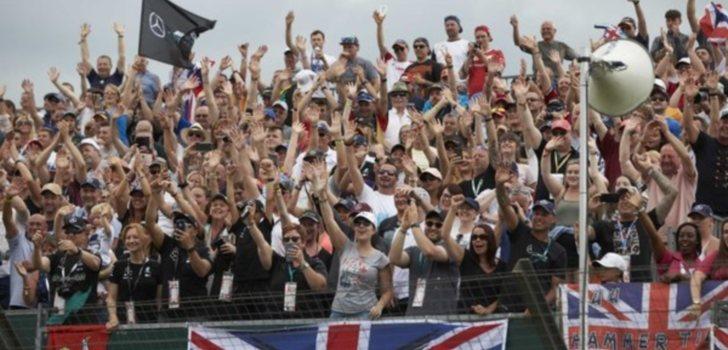 Aficionados de una de las gradas de Silverstone
