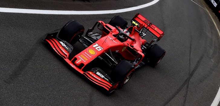 Leclerc, en el pit lane de Silverstone