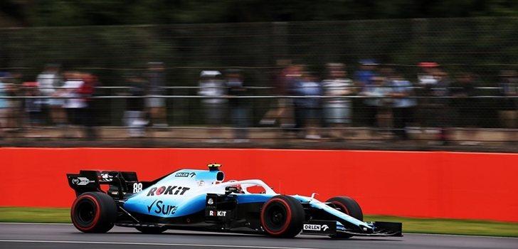 George Russell rueda en Silverstone