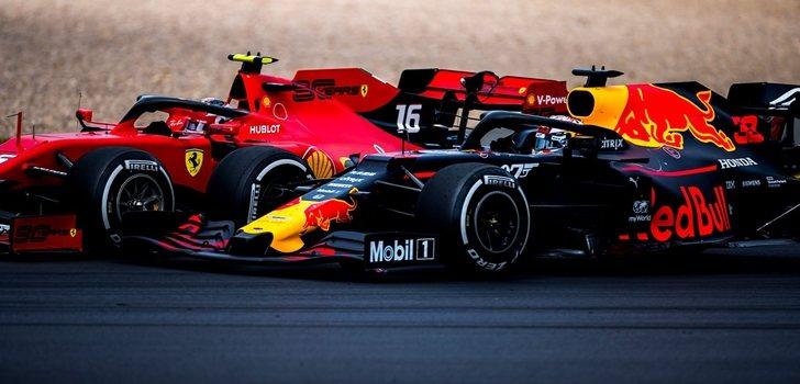 Verstappen lucha con Leclerc en Silverstone