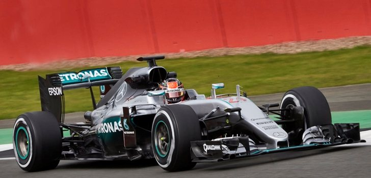 Esteban Ocon pilota el Mercedes