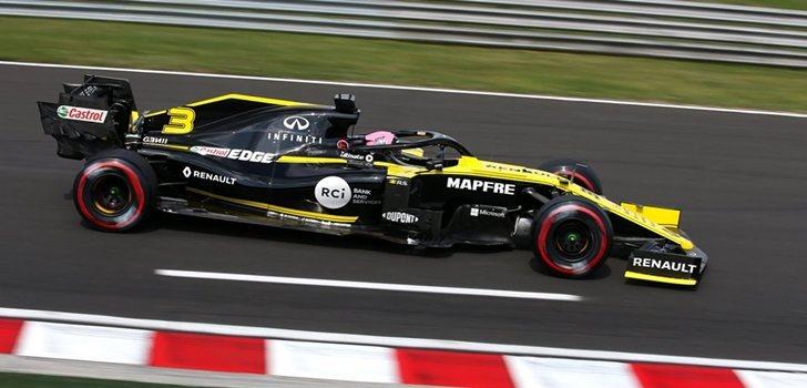 Ricciardo rueda en el trazado de Hungaroring