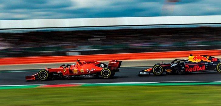 Leclerc lucha con Verstappen en Silverstone