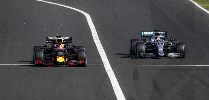 Verstappen lucha por posición con Hamilton