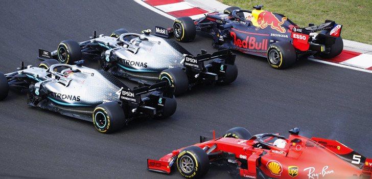 Lewis Hamilton enfrentándose a Ferrari y Red Bull