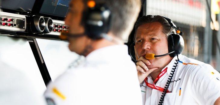 Zak Brown, en el muro de McLaren