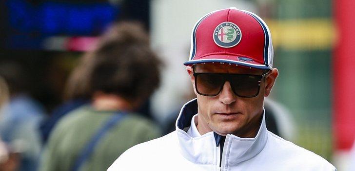 Kimi Räikkönen pasea por el circuito de Spa