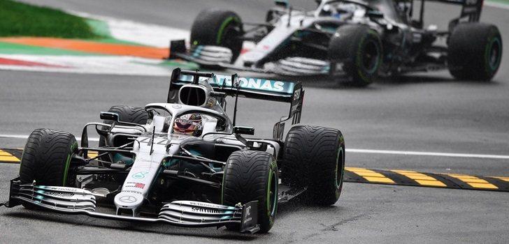 Lewis Hamilton se sale de pista en los Libres 1 de Monza