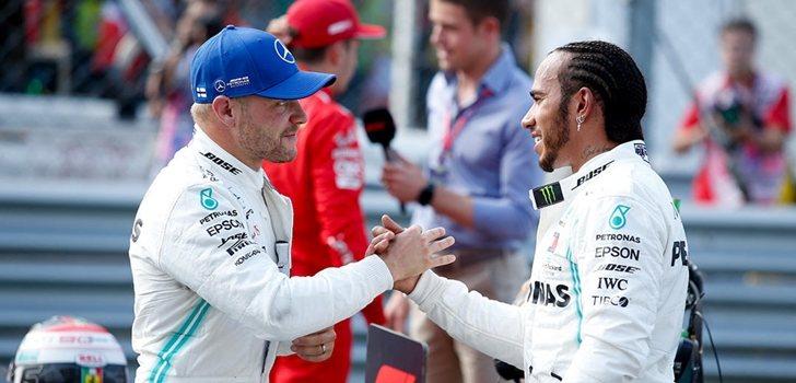 Hamilton saluda a Bottas tras la Qualy de Monza