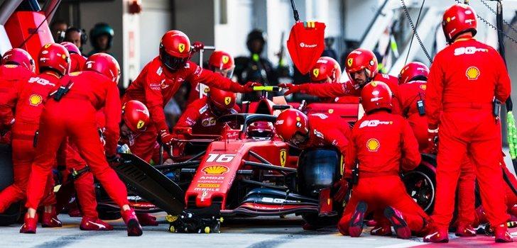 Leclerc para en boxes durante el GP de Rusia