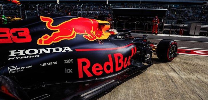 Max Verstappen sale del pit lane