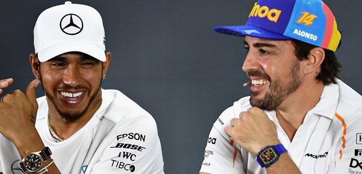 Hamilton y Alonso, sonrientes en la rueda de prensa